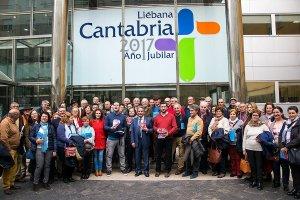 Los vinos de Bodegas del Socorro cautivan al presidente de Cantabria, Miguel Ángel Revilla, en la devolución de la visita que les hizo en 2013