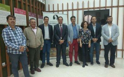 El presidente del Puerto de Huelva comprueba la calidad que ampara a los vinos del Condado en su visita a Bodegas del Socorro